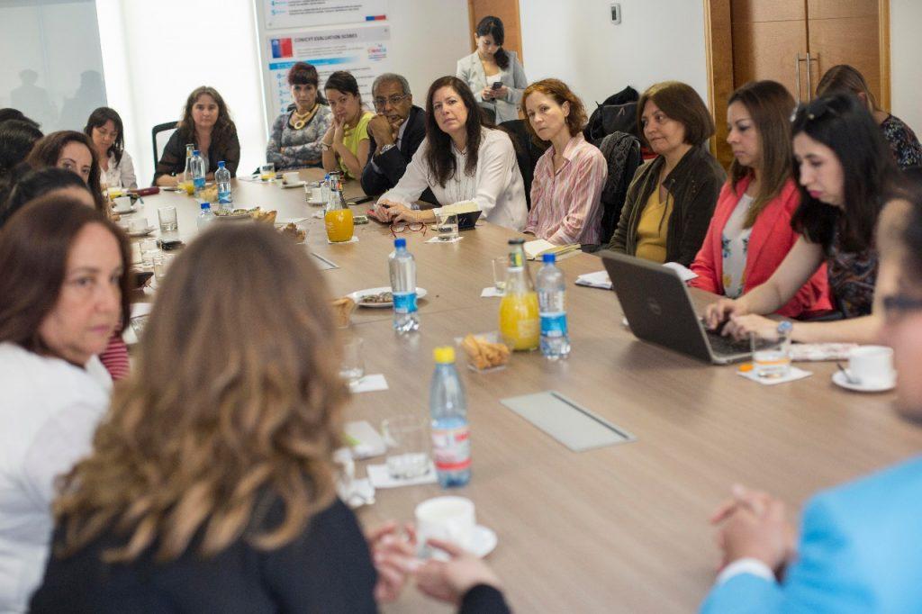 Chile: Expertas estadounidenses compartieron experiencias de igualdad con académicas del mundo de las ciencias