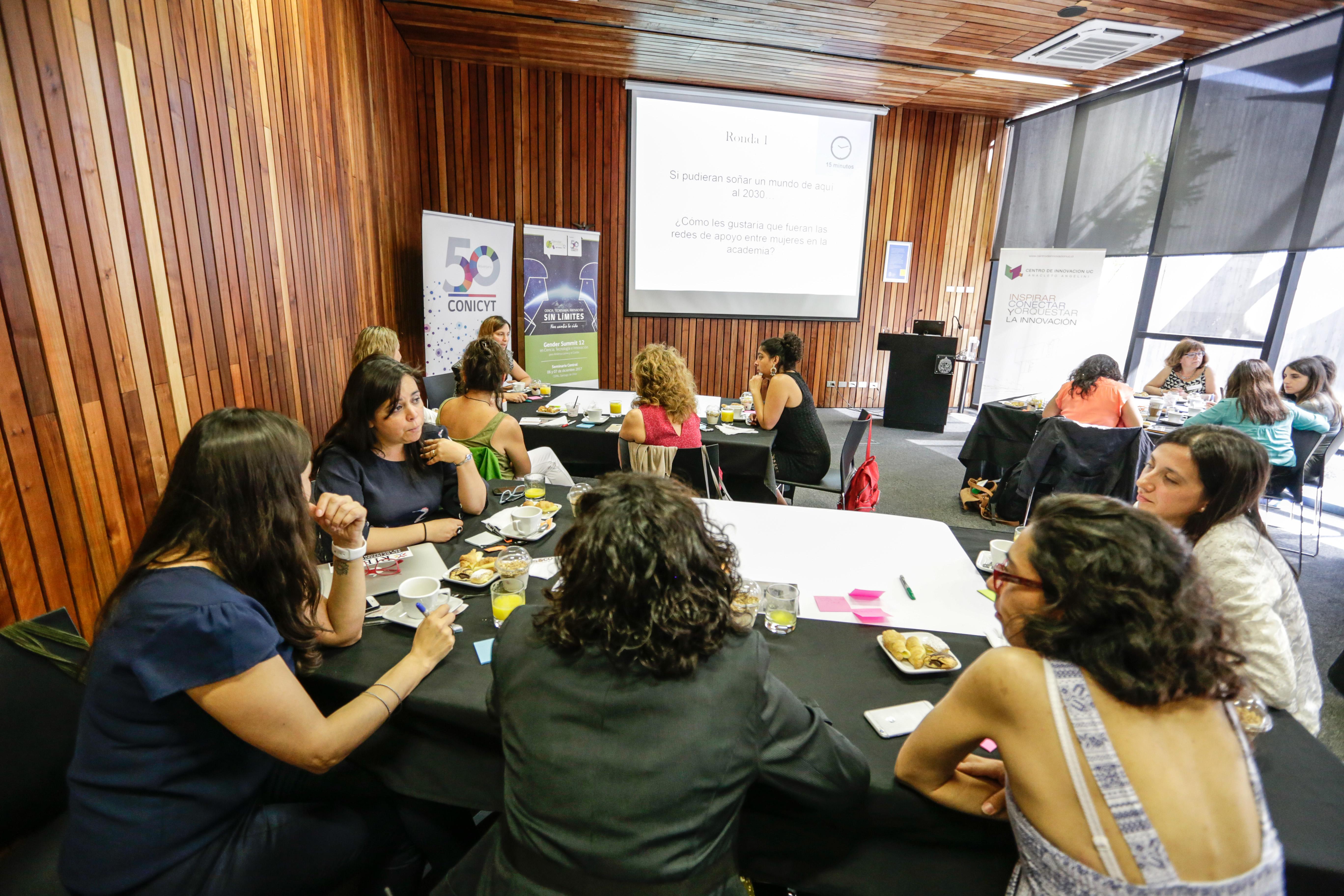 Mujeres de la academia se reúnen en diálogo sobre redes de apoyo